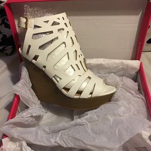 ShoeDazzle White Wedge with Tan Heel